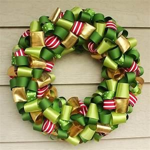 DIY Holiday Wreath – Ribbon craft inspiration!   How Do It ...