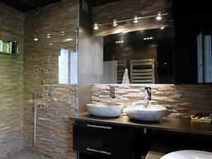 salle de bain avec mur en pierre naturelle inspi deco With carrelage adhesif salle de bain avec spot led encastrable bbc