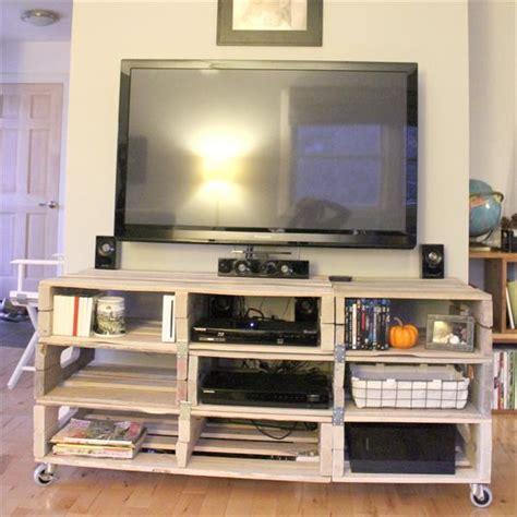 8 DIY Wood Pallet Entertainment TV Rack   Pallets Designs