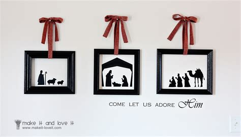 You can hang up the frame on the walls or place it on the fridge with the aid of magnets. Christmas Wall Vinyl framed with EMPTY FRAMES | Make It and Love It