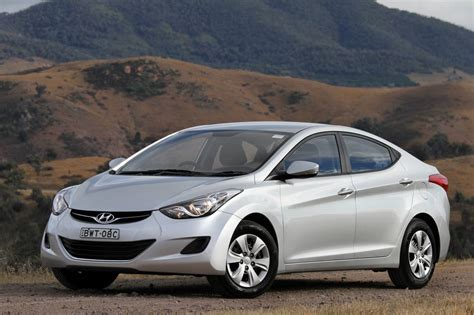 Hyundai Elantra, Range Rover Evoque Named 2011 North