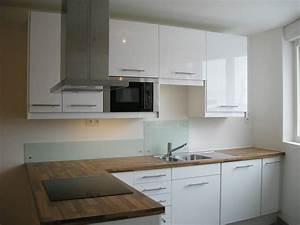 cette petite cuisine ouverte laquee blanche avec son plan With plan de travail pour petite cuisine