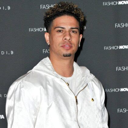 Austin mcbroom (far left) in a tweet from 2013, mcbroom noted how blondes with blue eyes were more appealing to him after. Are We About To See Bryce Hall Vs Austin Mcbroom? - Maven Buzz