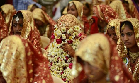 indian tycoon throws mass wedding  fatherless women