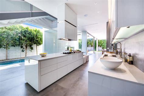 cuisine design blanche cuisine moderne blanche sans poignee maison d 39 architecte