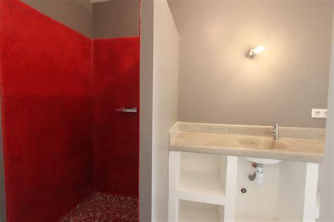 salle de bain avec 224 l italienne et vasque en tadelackt les vergers de la bouligaire