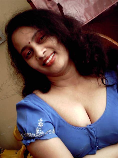 Fatty Aunties Blouse Deep Cleavage Gandi Sex Photo