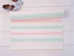tapis chambre bebe 29 tapis vraiment craquants With tapis chambre bébé avec epilobe petite fleur