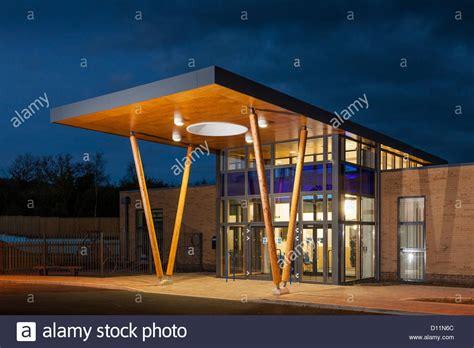 tettoia moderna la moderna architettura tettoia formante l ingresso