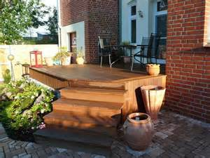 terrasse mit treppe bangkirai terrasse als podest mit treppe haus