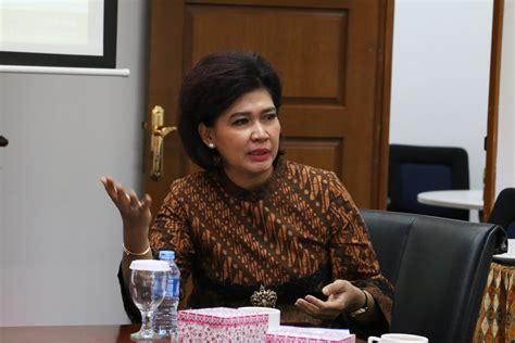 istri menteri pertahanan republik indonesia mengunjungi