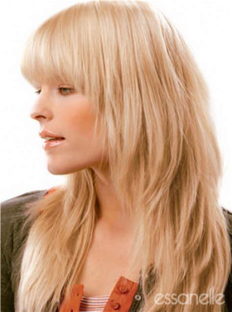 Stufenschnitt Mittellange Haare