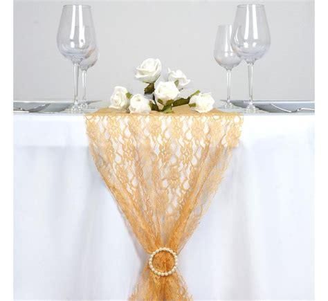 chemin de table en dentelle or les couleurs du mariage