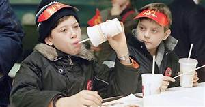 Fast food history: McDonald's opening day in Russia 25 ...