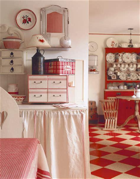 C Dianne Zweig  Kitsch 'n Stuff Stylish Red And White