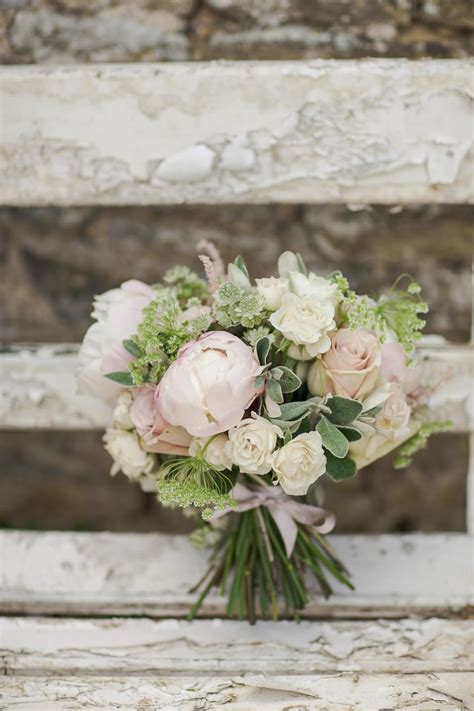 10 Stunning Neutral Flower Bouquets Inspired Wedding Color