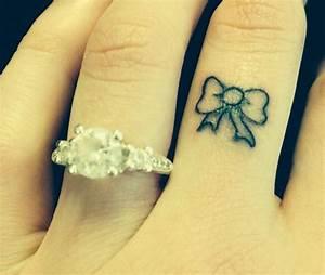 Tatouage Homme Petit : tatouage femme simple id es de tatouages et piercings ~ Carolinahurricanesstore.com Idées de Décoration