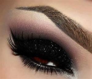 Black glitter, Glitter and Bold eye makeup on Pinterest