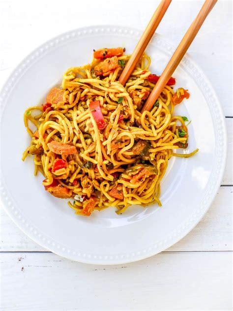 cuisiner des nouilles chinoises nouilles chinoises au lait de coco et petits légumes