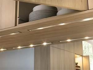 Eclairage Cuisine Sous Meuble : l 39 clairage sous les meubles de cuisine entre style et ~ Dailycaller-alerts.com Idées de Décoration