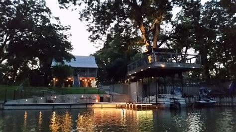 lake mcqueeney lakehouse  waterfront  braunfels