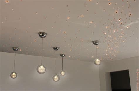 etoiles fluorescentes plafond chambre embellir éclairage avec un plafond étoilé batirenover