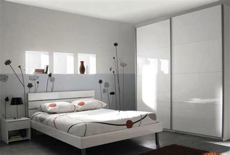 moisissure tapisserie chambre décoration chambre adulte couleur gris chambre