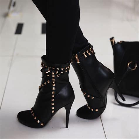 Pin by Tara Devies on LE'BEAUTIFUL HEELS | Heels, Beautiful heels, Modern sandals