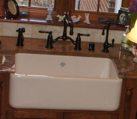 porcelain sinks kitchen repairing porcelain farmhouse sink the homy design 1594