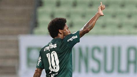Luiz Adriano mostra serviço antes de início de sequência ...