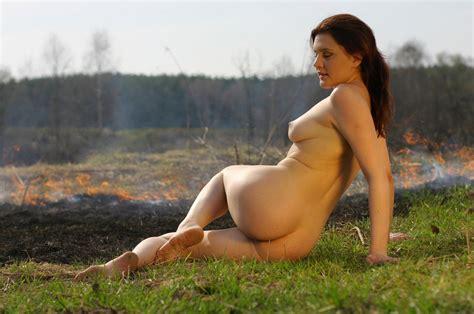 naked nature girl