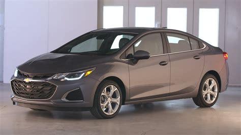 2019 Chevrolet Cruze Sedan Premier — Exterior, Interior