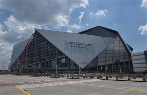 There is parking around the stadium. Atlanta's new Mercedes-Benz Stadium to be tailgating-friendly - Inside Tailgating