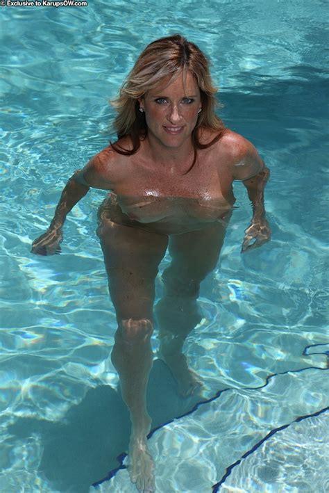Aged Blonde Jodi West Loosing Nice Tits From Bikini In