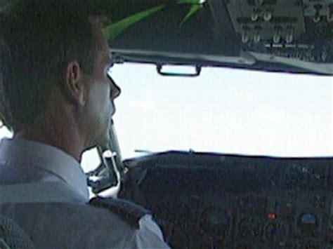 ntsb pilot error  blame  colgan air flight  crash