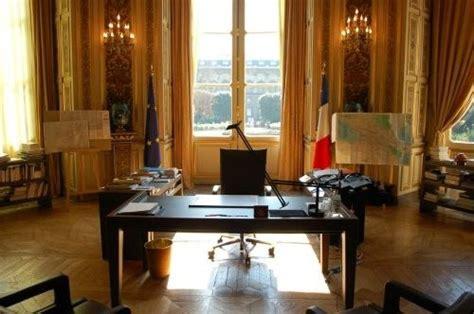 affaires de bureau bureau du ministre des affaires etrangères et de la défense