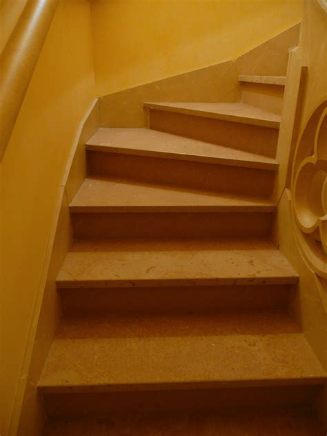marches d escalier int 233 rieur en 171 c 233 nia flamm 233 e 171 azur
