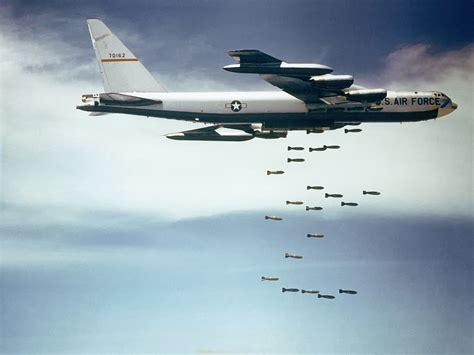 Boeing B-52 Dropping Bombs.jpg