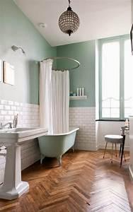 Salle de bain retro carrelage meubles et deco en 55 photos for Quelle couleur avec le bleu 10 piscine de couleur noire en pierre volcanique carrelage et
