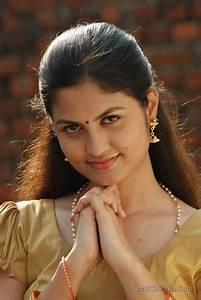 Aashritha Stills | Veethi