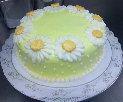 homemade mothers day cake  daisy cake decorpng