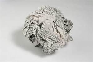 Boule En Papier Crepon : l tzelise bataille de boules de papier journal ~ Dode.kayakingforconservation.com Idées de Décoration