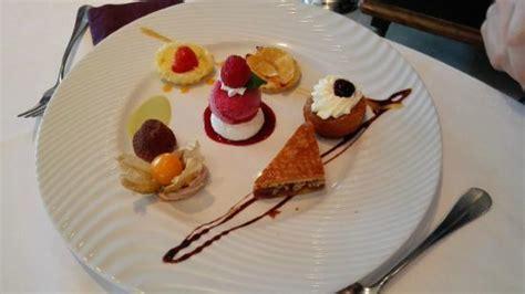 assiette de dessert gourmand assiette gourmande des desserts du belv 233 d 232 re picture of le belvedere jouin bruneval