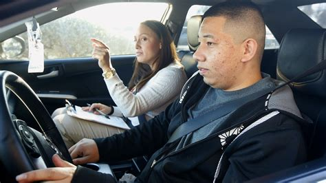 drivers bureau 39 dreamer 39 immigrants apply for arizona driver 39 s licenses