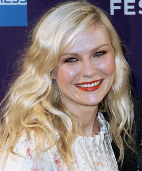 kirsten dunst casual long wavy hairstyle