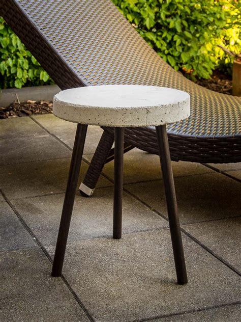 tisch aus beton diy bastelanleitung f 252 r einen beistelltisch aus beton