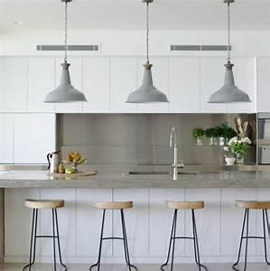 Cuisine industrielle l39elegance brute en 82 photos for Deco cuisine avec chaise bois gris