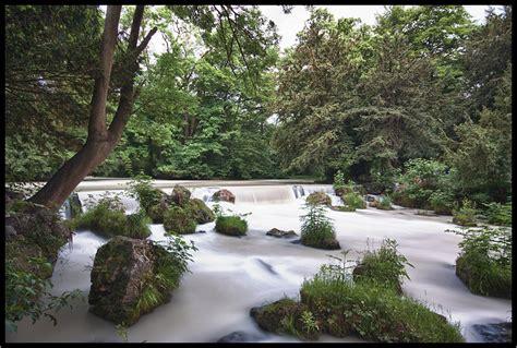 Englischer Garten Wasserfall by Wasserfall Vom Isar Eisbach Im Englischen Garten Foto