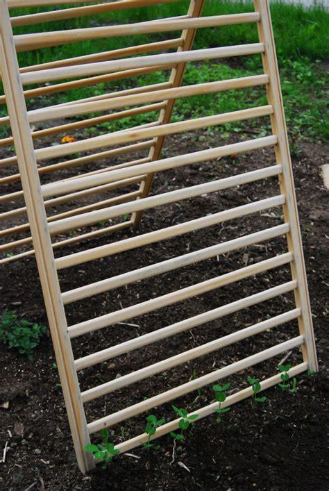 trellis garden repurpose cribs crib plants rails repurposed baby climb ways cucumber climbing cucumbers trellises plant frame bed wooden diy