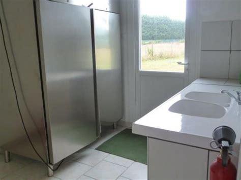 cuisine froide arrière cuisine avec armoire froide